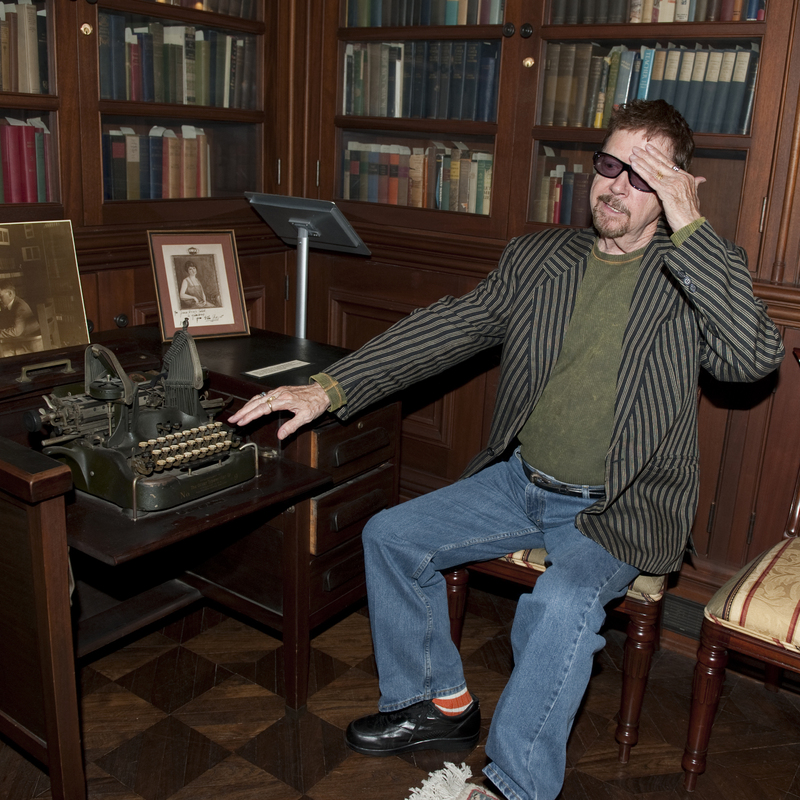 Tom Robbins with James Branch Cabell's typewriter