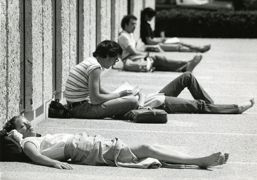 RG 60 B37 Sunny day outside Cabell Library rsz.jpg