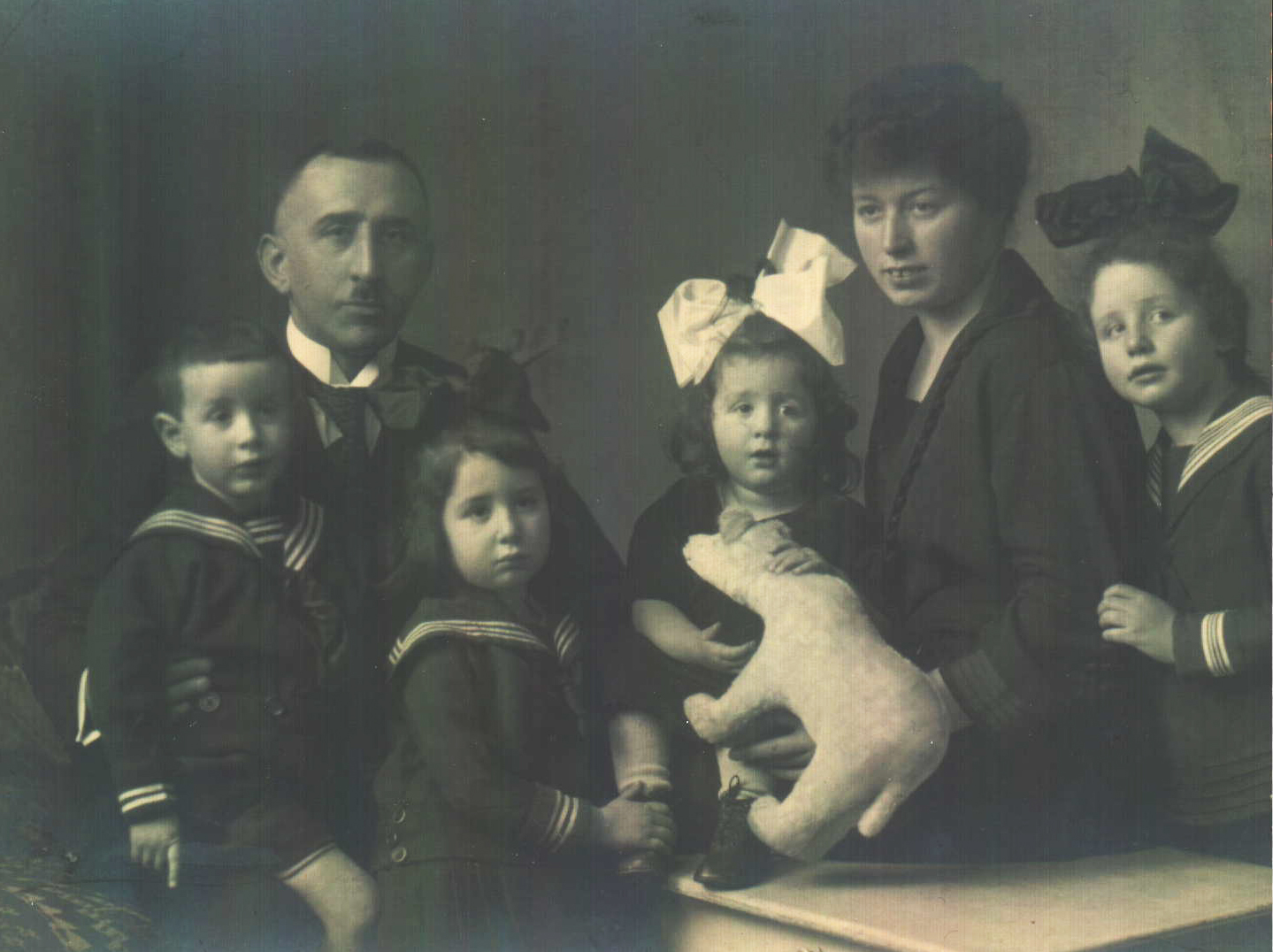 Lewin Family Photo Hans_Adolf or Abraham_Rachelle Esther_Ruth youngest daughter w animal_Jenny_ and Hanna Lea.jpg