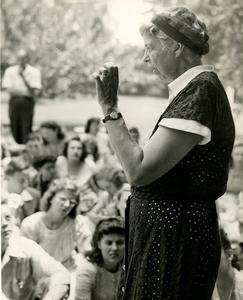 Eleanor Roosevelt speaks with Encampers, 1946