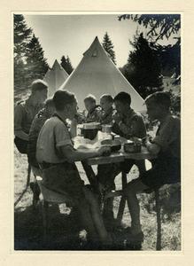 Jungbann 1_L boys eating.jpg